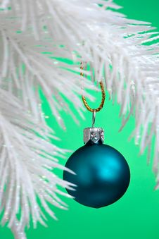 Free Christmas Ball Hanging Stock Images - 1826394