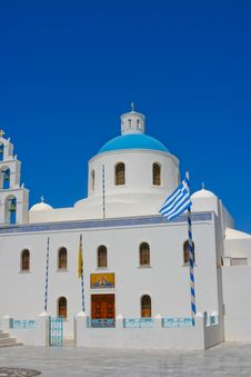 Free White Chapel In Santorini Royalty Free Stock Images - 18206299