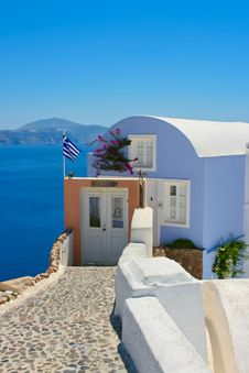 Free Beautiful House With White Windows On Santorini Royalty Free Stock Photos - 18206338