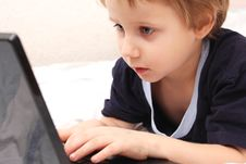 Free Little Boy On Laptop Stock Image - 18208901