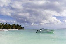 Free The Boats Near Caribbean Wild Beach Royalty Free Stock Photos - 18209198