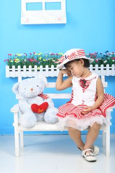 Free Girl And Bear Royalty Free Stock Photos - 18214848