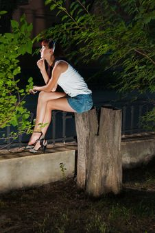 Free Girl Siting On The Stump Stock Images - 18217314