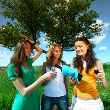 Free Girlfriends On Picnic Stock Photography - 18219942