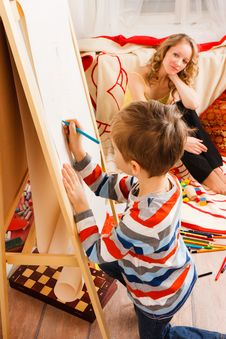 Mother With A Son Play And Draw Crayons Royalty Free Stock Image