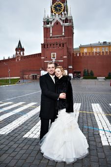 Free Happy Bride And Groom On Red Square Near Kremlin Stock Image - 18232321