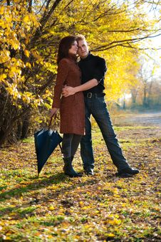 Free Happy Couple In Autumn Royalty Free Stock Image - 18234626