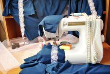 Free The Sewing Machine And Fabric Stock Photo - 18235580