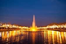 Free The Beautyful Fountain At Twilight Stock Images - 18238714