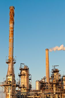 Free Petrochemical Refinery In The Evening Royalty Free Stock Photos - 18240878