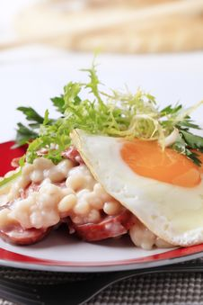 Free White Beans With Sausage And Fried Egg Stock Photo - 18245610