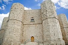 Free Castel Del Monte Royalty Free Stock Photo - 18246155