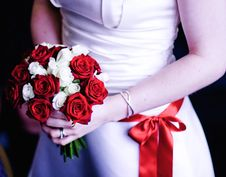 Free Bride Holds Her Bouquet During Wedding Ceremony Royalty Free Stock Images - 18246199