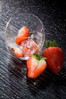 Free Strawberries On Ice - Cocktail Dessert Royalty Free Stock Image - 18249396