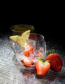Free Strawberries And Lemon On Ice - Cocktail Dessert Stock Images - 18249454