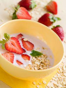 Free Yogurt Breakfast Royalty Free Stock Photos - 18251788