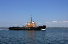 Free Moving Tugboat Royalty Free Stock Image - 18258746