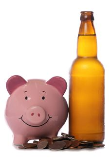Free Beer Bottle With Piggy Bank Stock Photography - 18259002