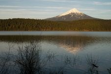 Free Mount Mcloughlin Alpine Lake Oregon Stock Images - 18264604