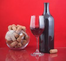 Free Black Bottle And Red Wine Stock Photo - 18265400
