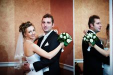 Free Happy Bride And Groom Near Mirror Royalty Free Stock Photography - 18266907