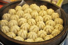 Free Small Pork Buns In A Steamer Royalty Free Stock Photography - 18270757