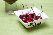 Free Cherries In Bowl Royalty Free Stock Photos - 18270868
