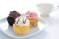 Free Three Colored Muffin Royalty Free Stock Photos - 18275428