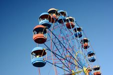 Free Ferris Wheel Over Blue Gradual Sky Stock Images - 18276564