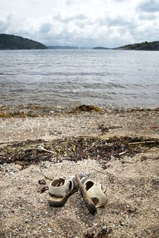 Free Sandals On The Beach Royalty Free Stock Images - 18277509