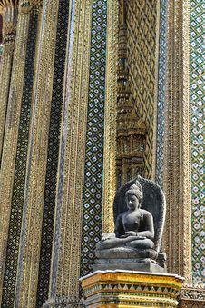 Free Statue Of Buddha. Royalty Free Stock Photo - 18278815