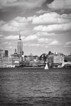 Free A View Of Manhattan On A Sunny Summer Day Royalty Free Stock Images - 18279199