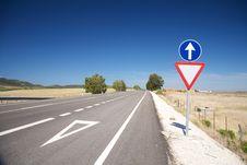 Free Give Way Lane At Road Stock Image - 18282441