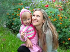 Free Mom And Daughter In The Garden Royalty Free Stock Photography - 18283317