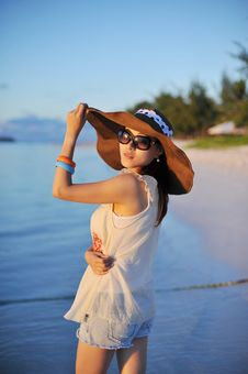 Free Girl In Sunset With A Straw Hat Stock Photos - 18284443