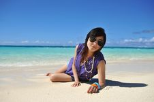 Free Girl Crouch On The Sands Beach Royalty Free Stock Image - 18284476