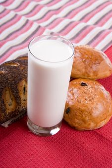 Free Fresh Bread With Glass Of Milk Royalty Free Stock Photography - 18285547
