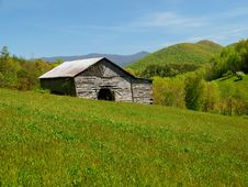 Free Mountain Barn In Spring Royalty Free Stock Photo - 18285835