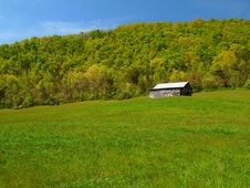 Free Mountain Barn In Spring Royalty Free Stock Images - 18285859