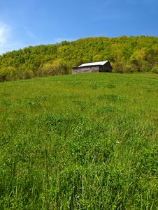 Free Mountain Barn In Spring Royalty Free Stock Photo - 18285875