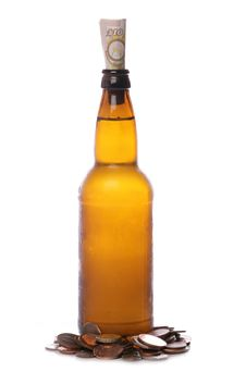 Free Beer Bottle With Sterling Money Royalty Free Stock Photos - 18285888