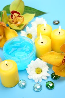 Free Flowers And Candles Royalty Free Stock Photography - 18287157