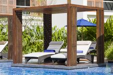 Free Swimming Pool Royalty Free Stock Image - 18294686
