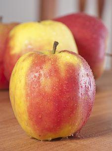 Free Close Up An Apple Royalty Free Stock Photos - 18295368
