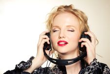 Free Woman With Headphones Listening To Music Royalty Free Stock Photography - 18299997