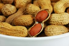 Free Bowl Of Peanuts Royalty Free Stock Photography - 1834567