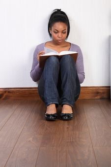 Free Young Black Girl Concentrating Hard Reading A Book Royalty Free Stock Photography - 18302867