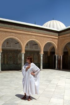 Free Girl In The Mosque Royalty Free Stock Image - 18316806