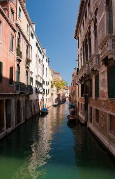 Free Small Romantic Canal In Venice. Royalty Free Stock Photo - 18320135