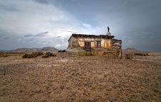 Free Shepherd Hut At Desert Stock Image - 18322541